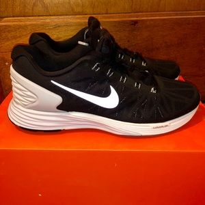 separation shoes 4f2c9 8fa46 Nike Shoes - NIKE LUNARGLIDE 6 NWT BLACK WHITE GREY MENS 8.5